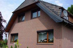 Auch die Fassade eines in die Jahre gekommenen Hauses kann schnell in neuem Glanz erstrahlen.  Foto: djd/delport.de